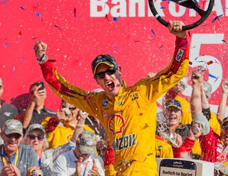 ジョーイ・ロガーノ NASCARスプリント・カップ「Bank of America 500」優勝!
