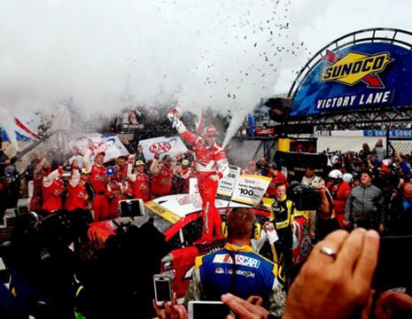 NASCARスプリント・カップ 「AAA 400」ケヴィン・ハーヴィック1位!